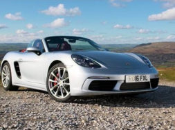 Chris Harris au volant de la Porsche 718 Boxster pour Top Gear