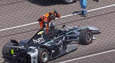 Josef Newgarden crashe son Indycar contre le mur à Indianapolis