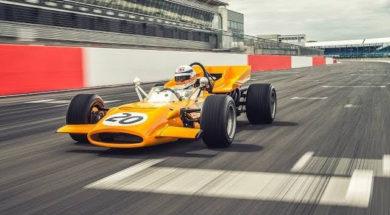 Derek Bell retrouve sa McLaren M9A, 49 ans plus tard