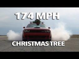 Le sapin de Noël le plus rapide du monde file à 280