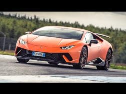 Top Gear Chris Harris au volant de la Lamborghini Huracán Performante