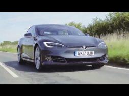 Top Gear Chris Harris au volant de la Tesla Model S P100D