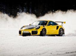 Deux Porsche de légende sur un lac gelé