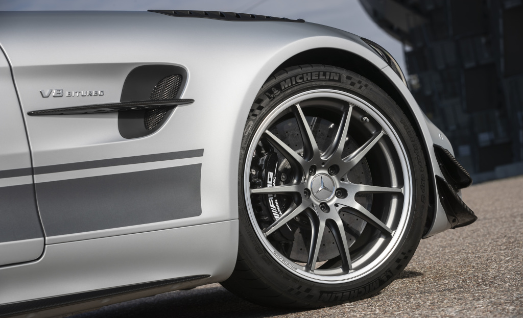 Mercedes AMG GT R PRO, céramique et étriers noirs de série