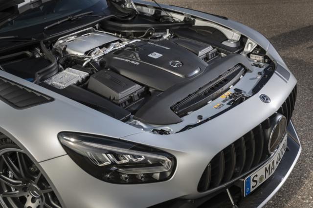 Mercedes AMG GT R PRO, « One man, one engine » (un homme, un moteur)