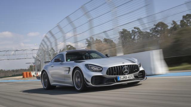 Mercedes AMG GT R PRO, flèche d'argent et toit carbone