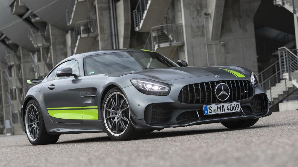 Mercedes AMG GT R PRO, du carbone partout et des ailettes à l'avant pour l'aérodynamisme