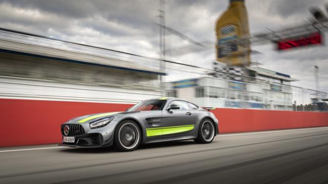 Mercedes AMG GT R PRO, du carbone partout et un stripping spécifique