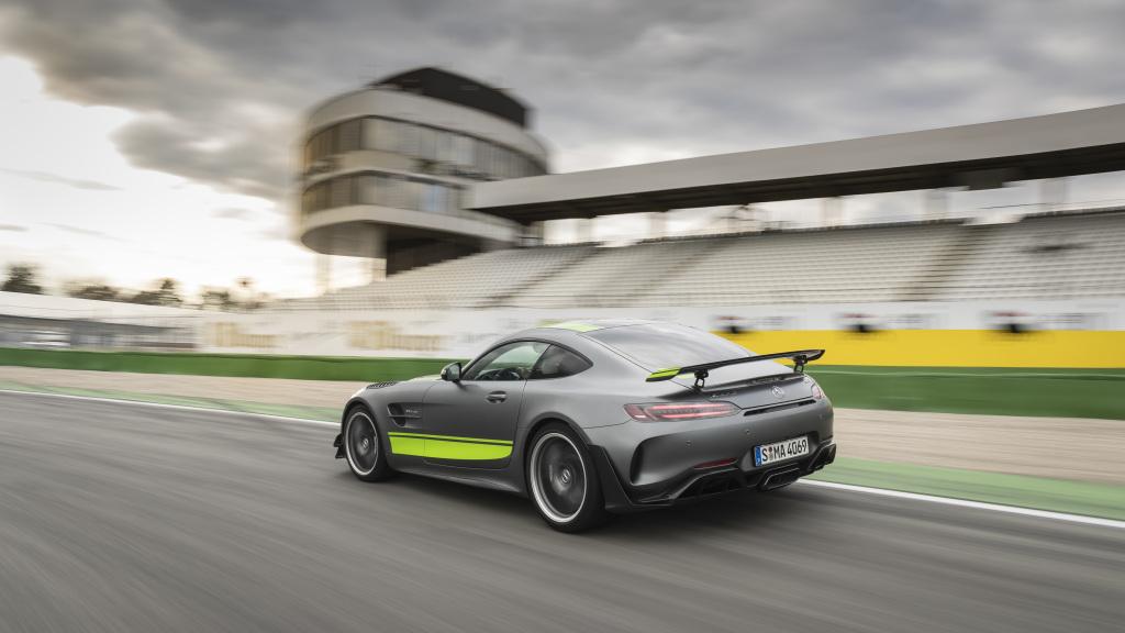 Mercedes AMG GT R PRO, aileron rétractable pour plus d'appui
