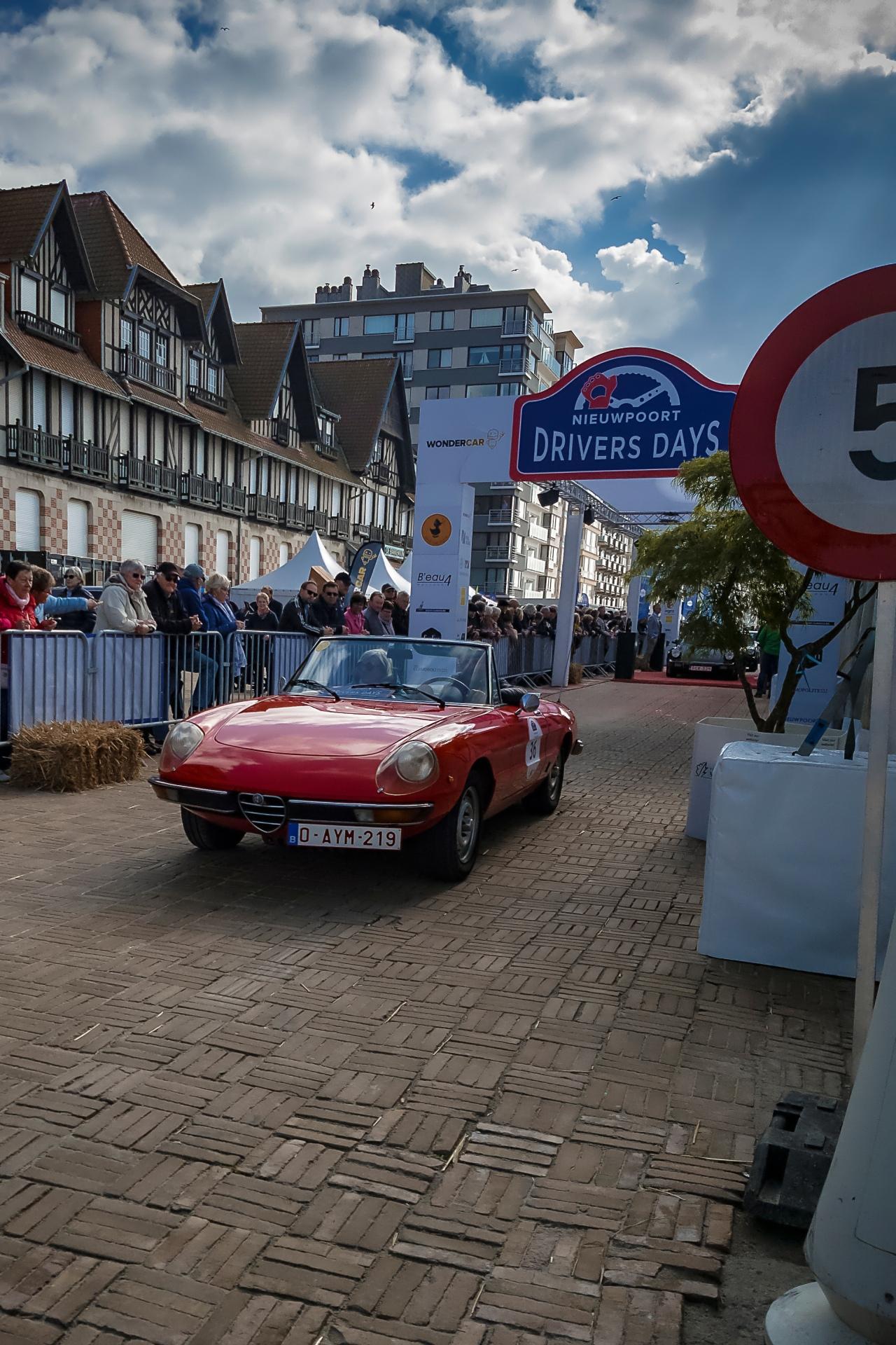 Alfa Romeo Spider à l'arrivée