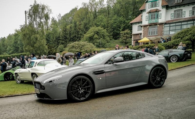 Aston Martin dans un feulement de V12...