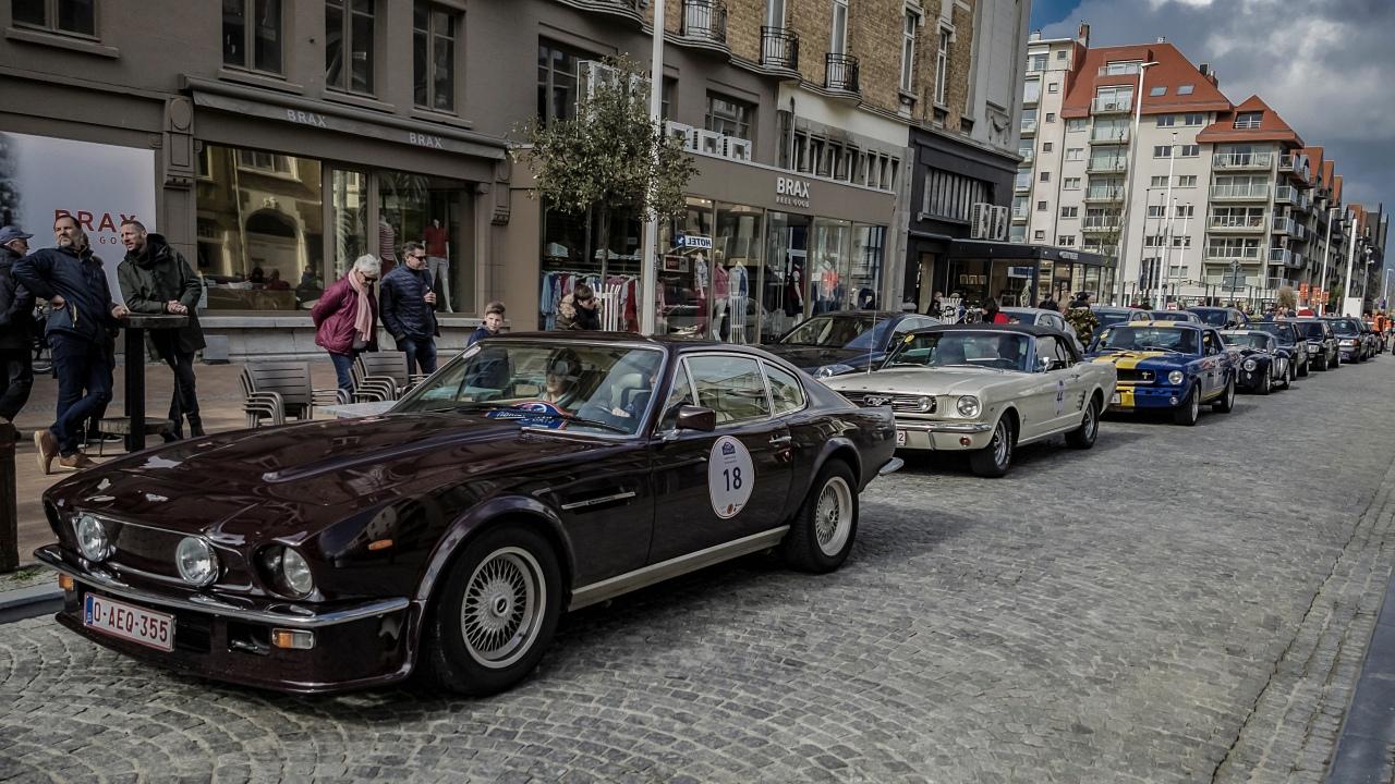 Aston Martin à l'arrivée