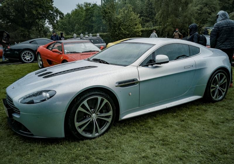 Aston Martin et Ferrari