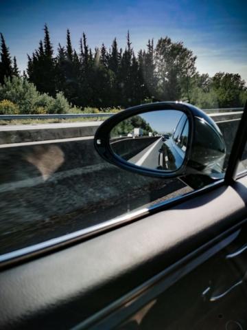 En route pour Lille avec un Porsche Macan S dans le rétro. Cool !