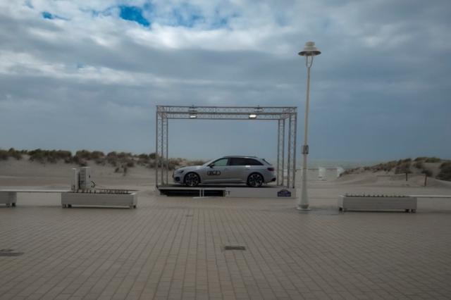 Audi rs4 sur la plage abandonnée