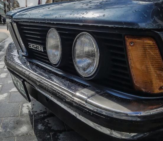 BMW 323i détail e21