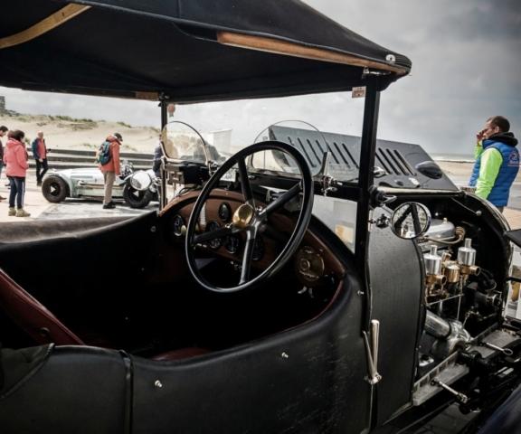 Bentley 3 litres Tourer capot ouvert et HW Alta Jaguar