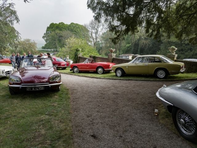 Citroën DS 21 cabriolet et Alfa Romeo - Belles autos, bons amis et bonne musique le 1er mai à Cassel