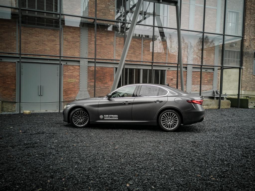 Comme un air de famille avec la Maserati Ghibli- Alfa Romeo Giulia, dame de coeur