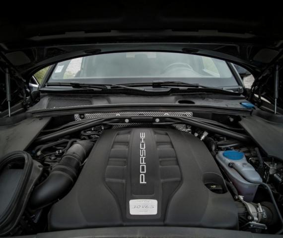 Compartiment moteur Porsche Macan S, un V6 diesel de 258 chevaux