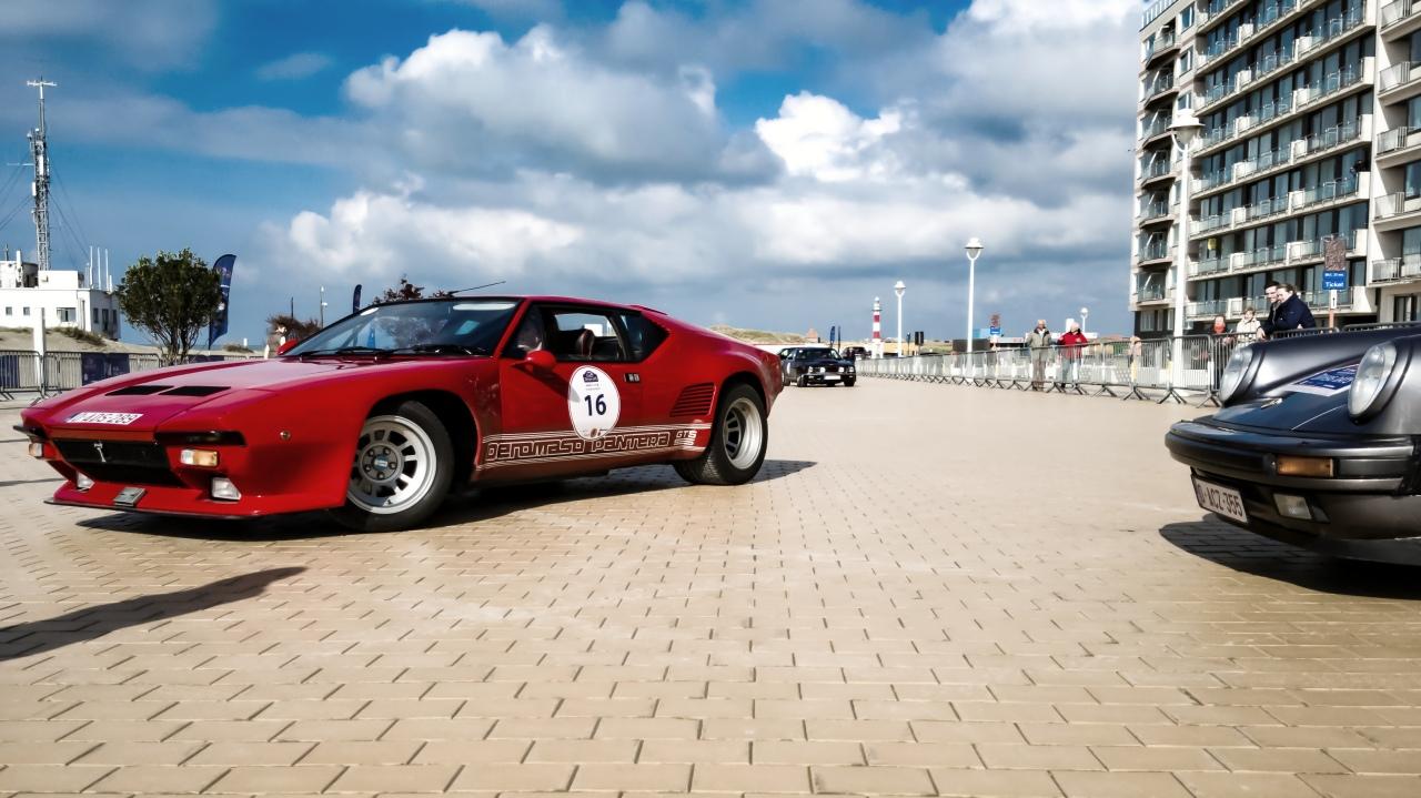 De Tomaso Pantera GT5-S et Porsche 911