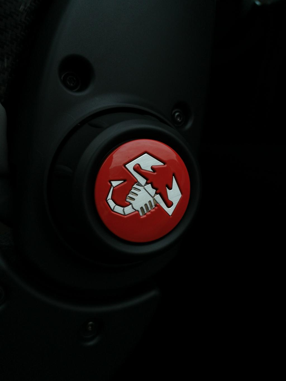 Noir, rouge et blanc, les couleurs de Motion Car...