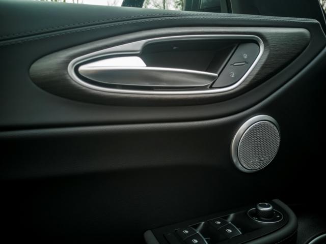 Le design italien jusqu'aux poignées de porte- Alfa Romeo Giulia, dame de coeur