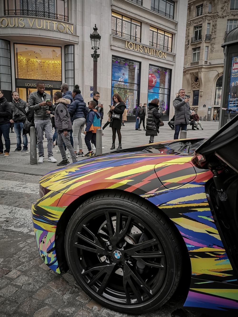 L'heure des courses - BMW i8 par Nathan Haetty, une Comète percute Paris