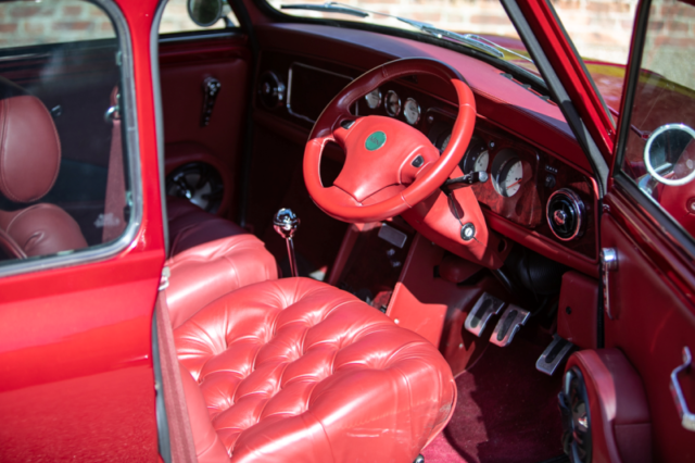 Mini rouge intérieur rouge... - Mini Rover Sport 2000 Jay Kay - Jamiroquai