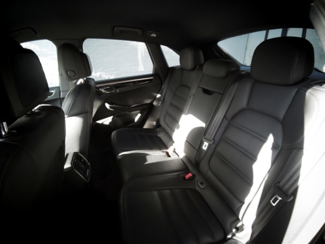 Sièges chauffants même à l'arrière du Porsche Macan S