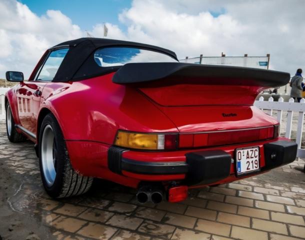 Porsche 911 turbo rouge arrière
