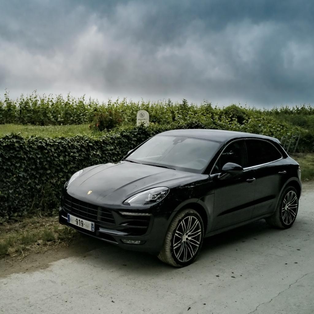 Porsche Macan S dans le vignoble