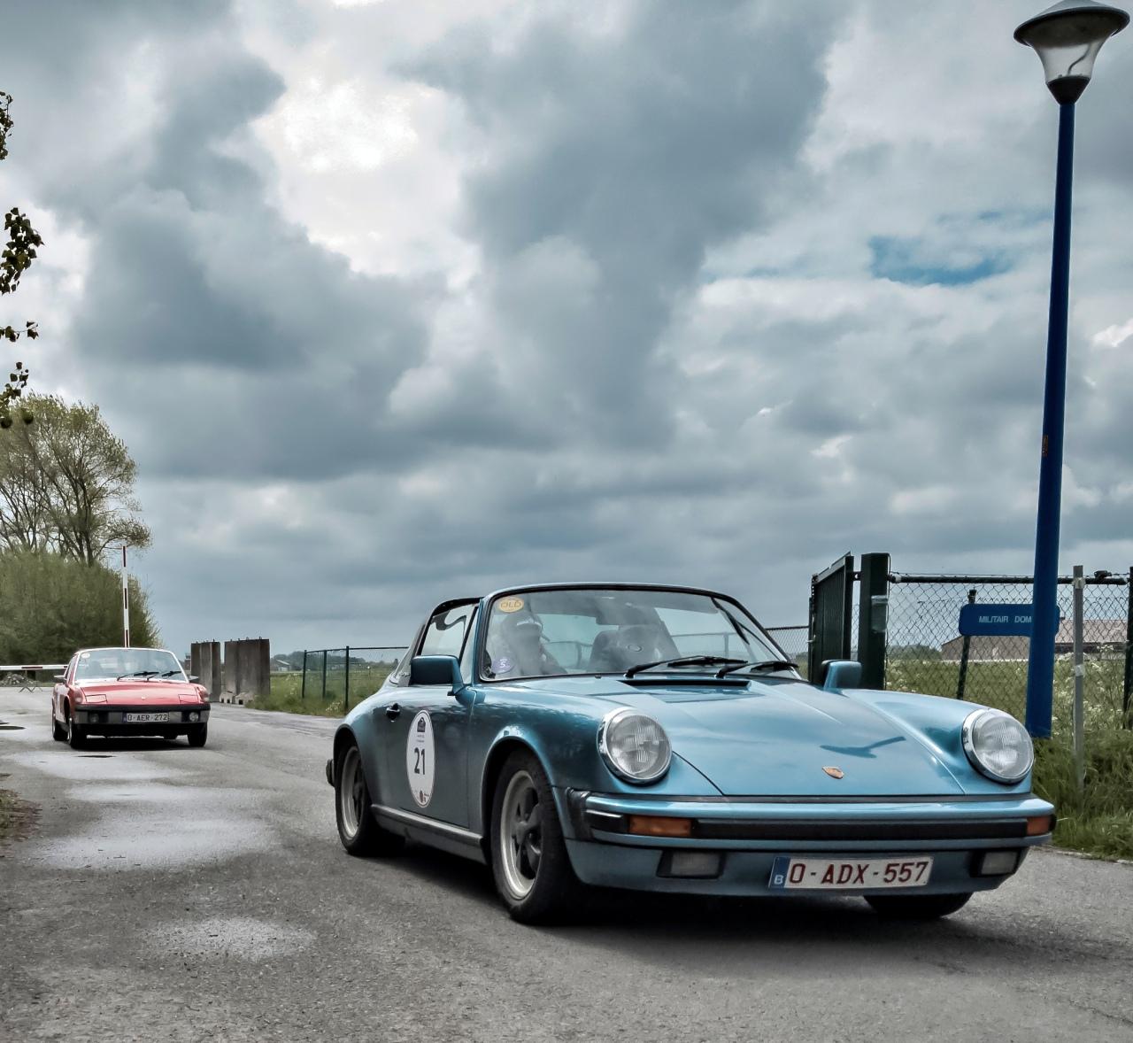 Porsche Targa et Porsche 914, à la sortie de la base secrère