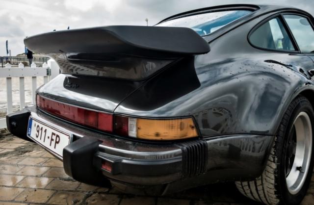 Porsche 911 Turbo série G, arrière aileron