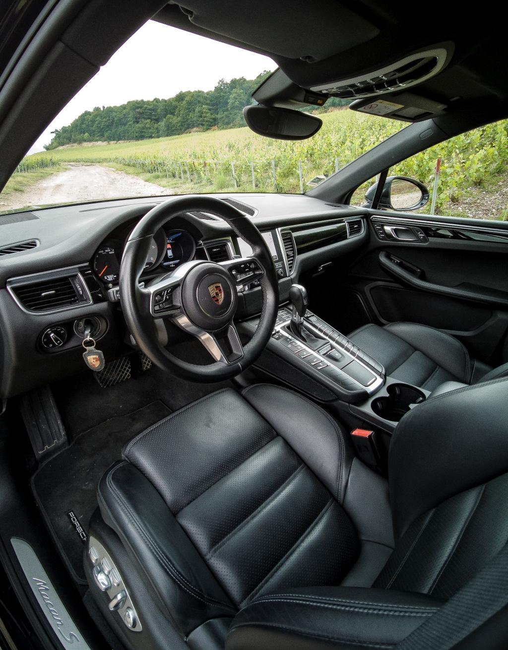 Poste de conduite et sièges sport Porsche Macan S