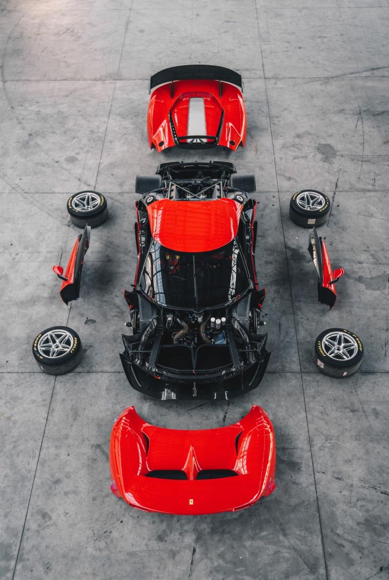 Prototipo Ferrari P80/C, comme un jouet à l'échelle 1:1