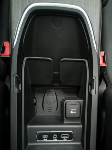 Recharge par induction- Alfa Romeo Giulia, dame de coeur