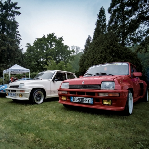 Renault 5 Turbo rouge et blanche