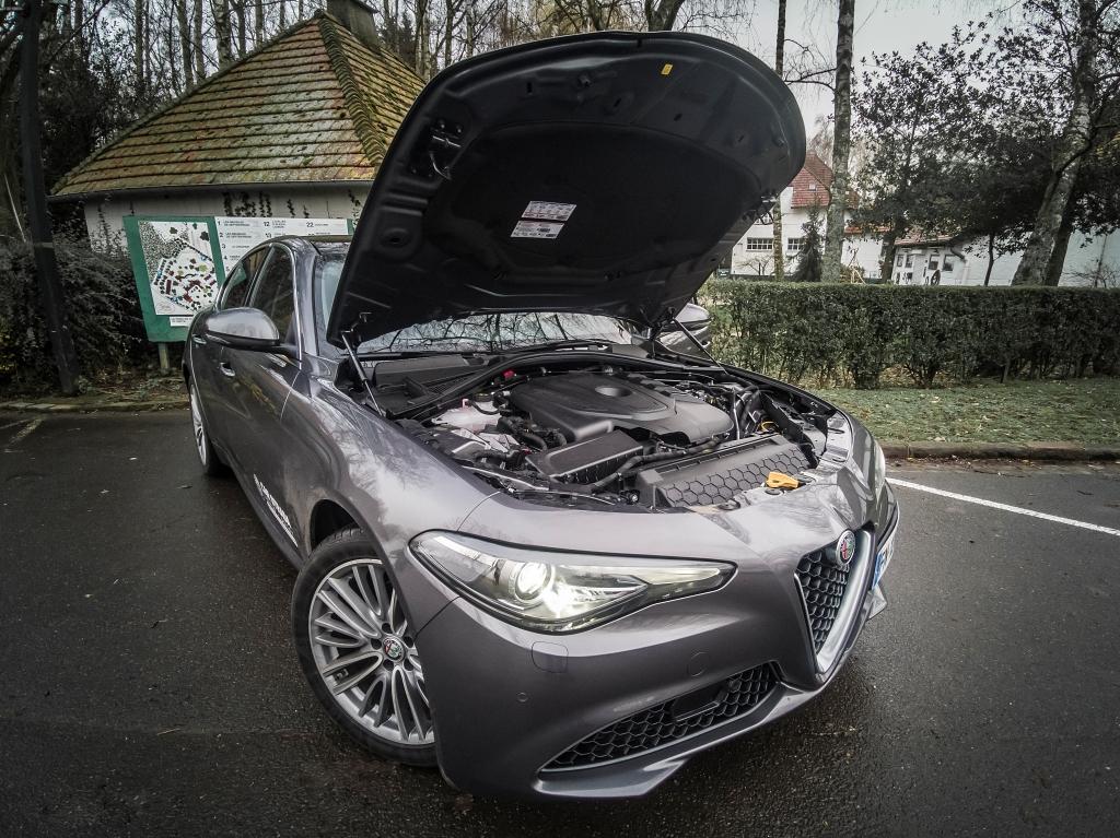 Sous le capot un 4 cylindres 2.2 de 160 chevaux- Alfa Romeo Giulia, dame de coeur