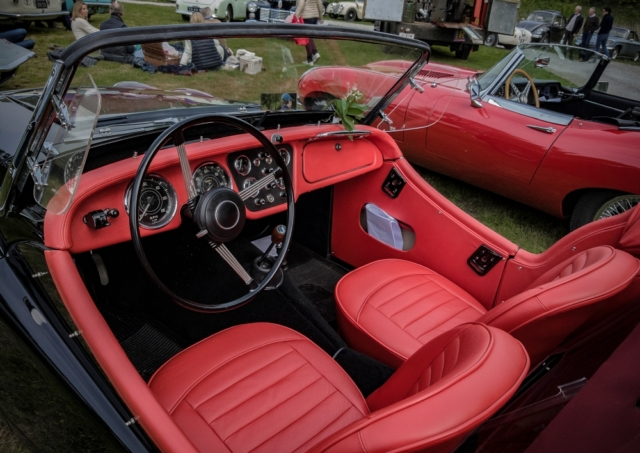 Triumph et Jaguar Type E - Belles autos, bons amis et bonne musique le 1er mai à Cassel