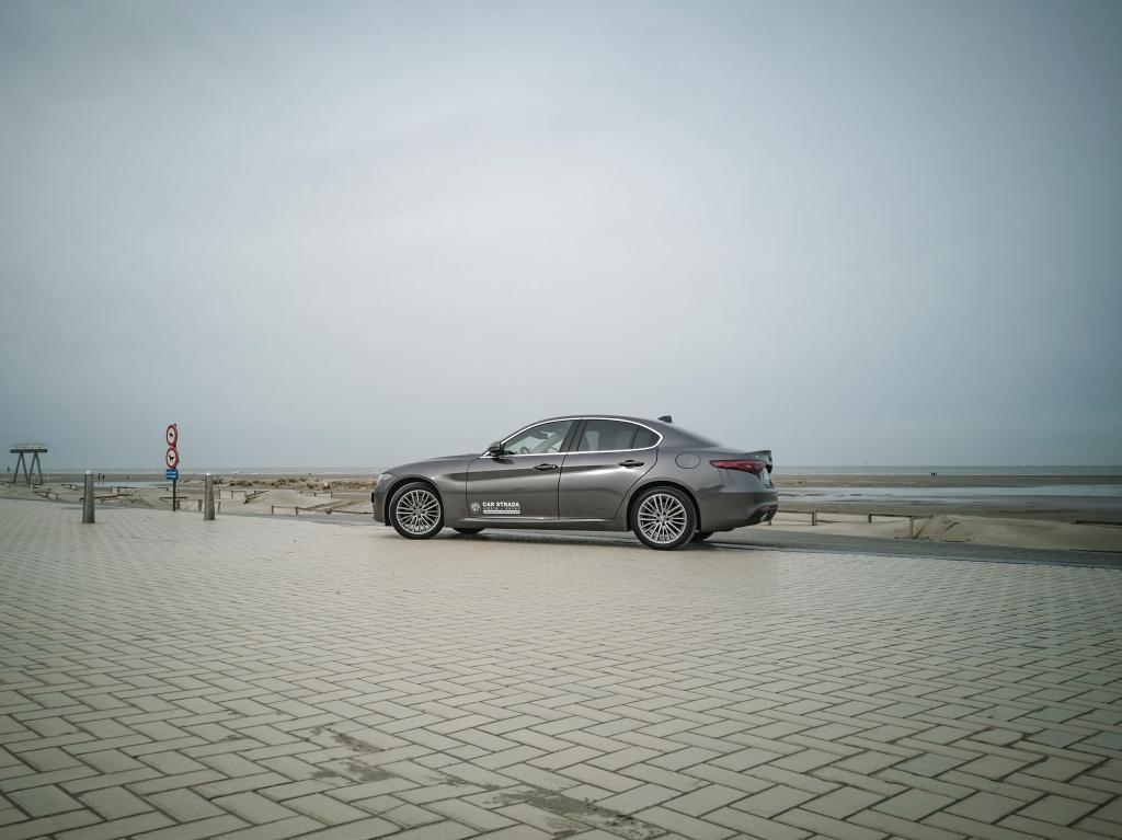 Weekend à la mer- Alfa Romeo Giulia, dame de coeur