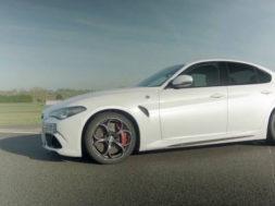 Alfa Romeo Giulia QV : 0-250 km/h !
