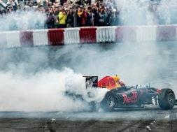 Daniel Ricciardo fait le show avec sa Formule 1 à Budapest