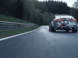 Jaguar XE SV Project 8, le félin sort ses griffes