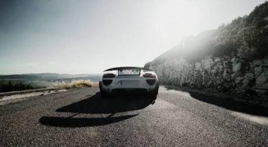 19 Porsche 918 Spyder s'offrent une super-balade dans les Alpes