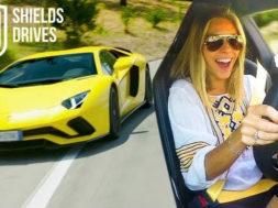 Nicki Shields va vous rendre malade en LAMBORGHINI AVENTADOR S
