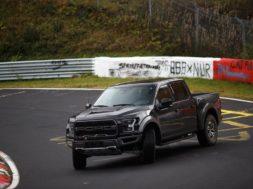 Ça glisse en Ford Raptor au Nürburgring