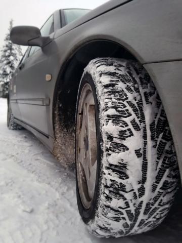 Indispensable équipement, le pneu neige