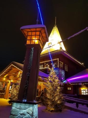 Le village du Père Noël sur le cercle arctique