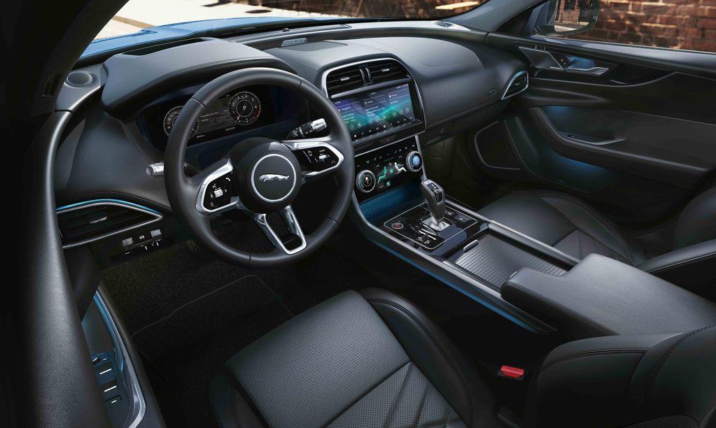 Jaguar XE 2019, l'intérieur est proche de l'I-Pace et du F-Type